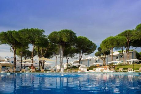 1 bedroom, resort style environment reception and pool. Town House Cabopino